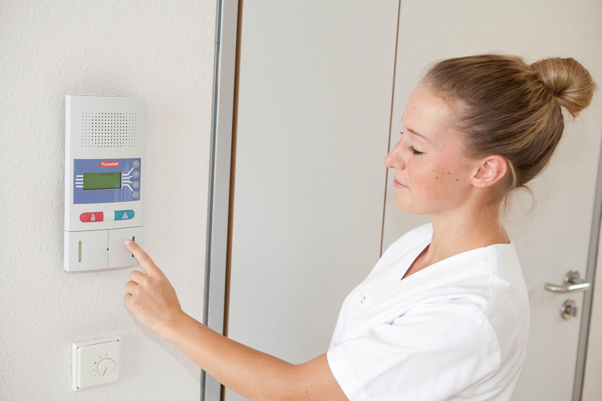 <p><strong>KRANKENHAUSTECHNIK</strong></p> <p>Seit über 30 Jahren sind wir auf den Bereich Lichtrufanlagen für Krankenhäuser und Altenheime spezialisiert.</p>